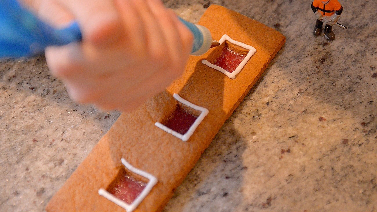 How to make a gingerbread house - step 14