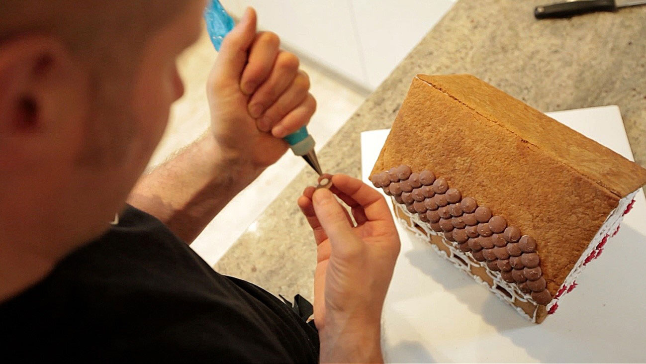 How to make a gingerbread house - step 15