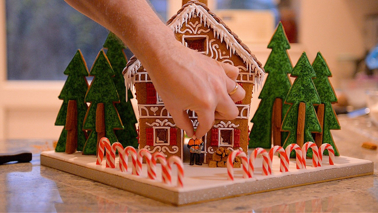 How to make a gingerbread house - step 19