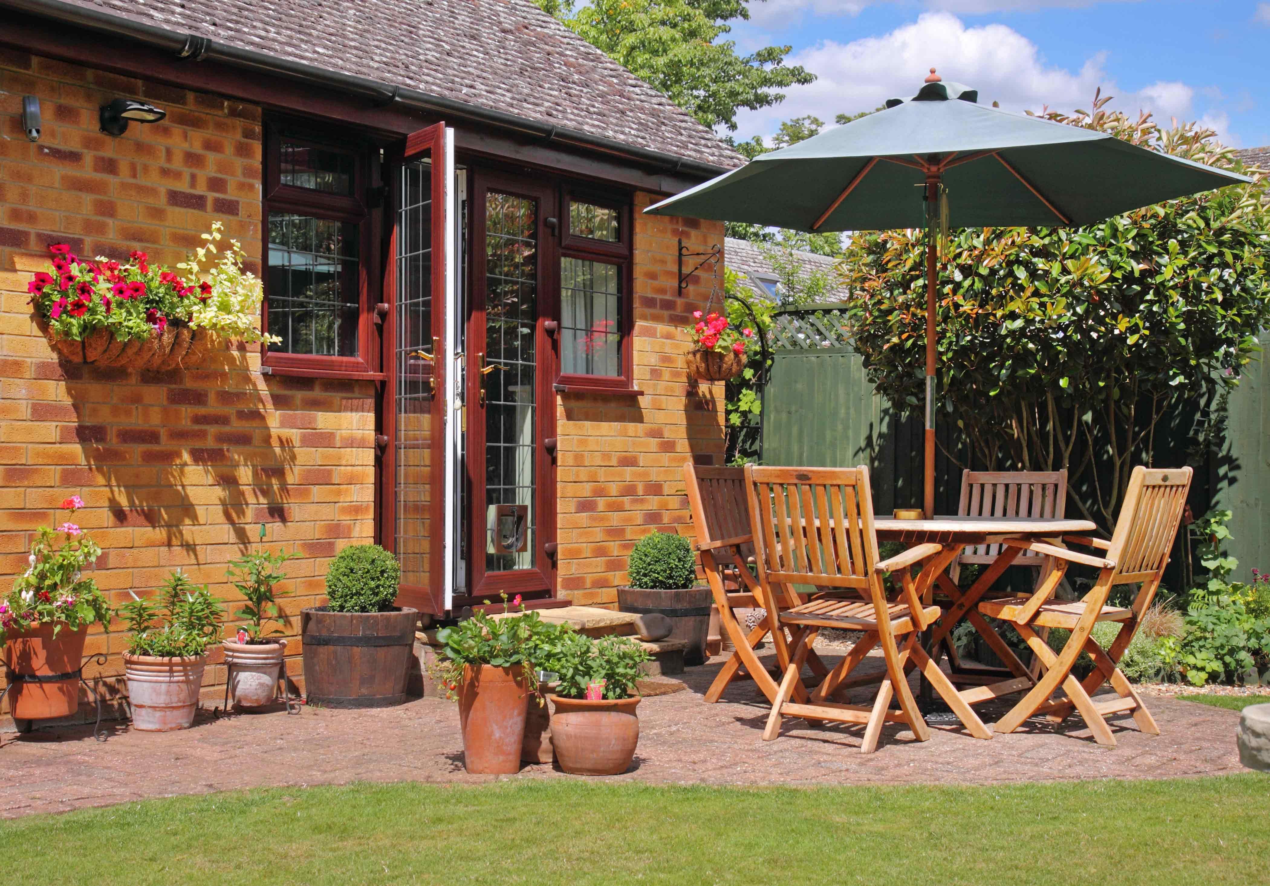 Pressure washer clean garden furniture