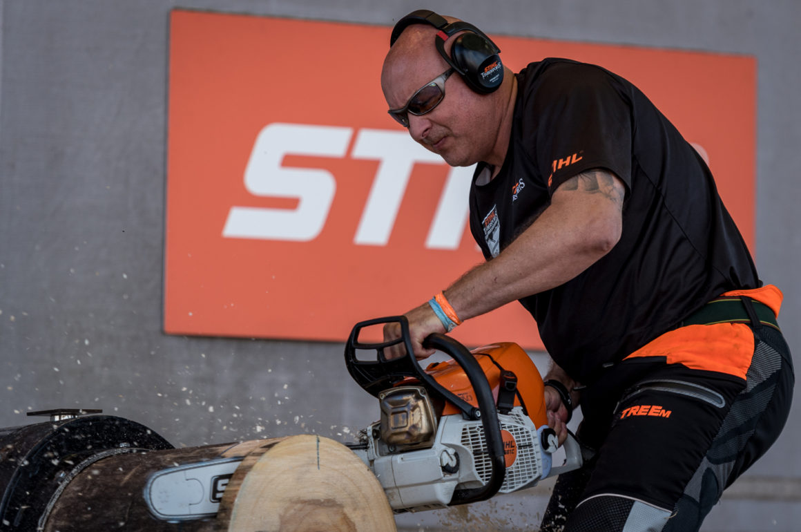 andrew evans taking part in the 2016 TIMBERSPORTS championship