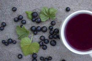Blackcurrants with Blackcurrant Tea