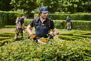STIHL's HSA 94 R In use