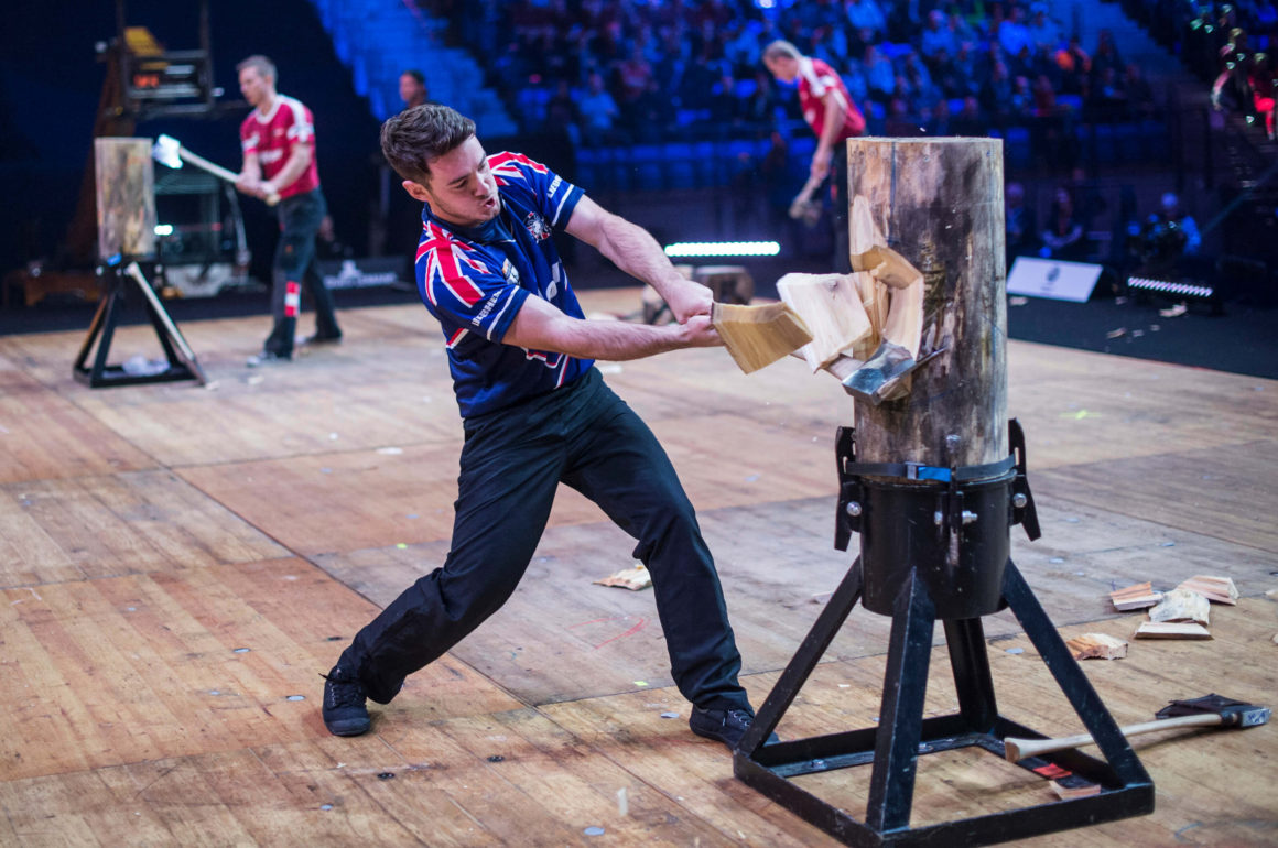 Glen penlington participating in the 2017 timbersports championship