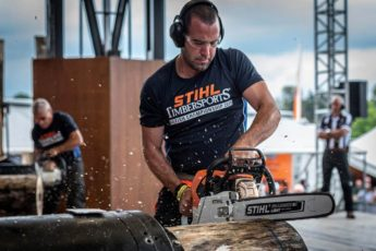 Craig Golder performing in the stock saw STIHL TIMBERSPORTS Event