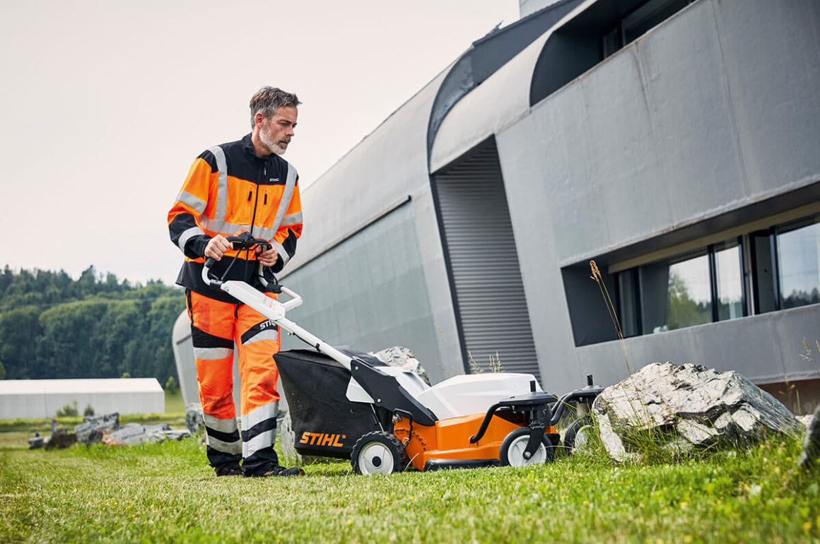 The RMA 765 V professional cordless lawn mower is compatible with our mulching kit