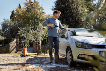 cleaning your car with STIHL pressure washers