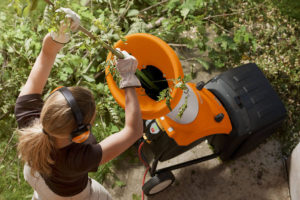 STIHL GHE 250 Garden Shredder In Use