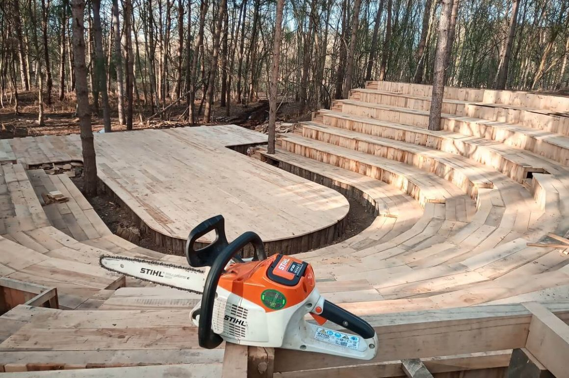 How A STIHL Cordless Chainsaw Helped Build A Theatre