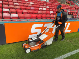 attach a stihl smart connector to your petrol or cordless lawnmower