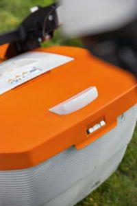 Grass catch fill indicator on the STIHL RMA 448 VC mower