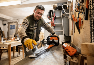 clean your hedgetrimmer blades with STIHL superclean